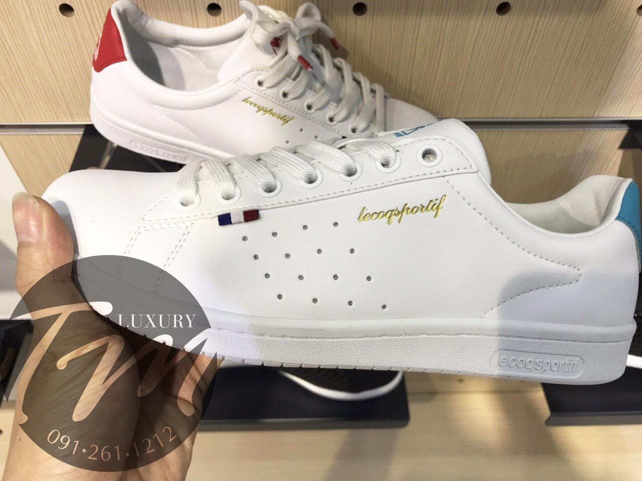 Chi tiết hình ảnh giày thể thao con gà chính hãng logo chữ