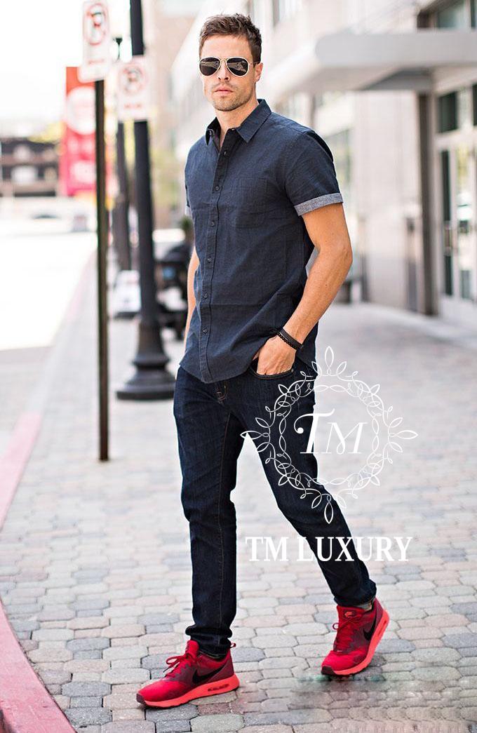 Quần jean nam màu đen phối với sơ mi xanh than