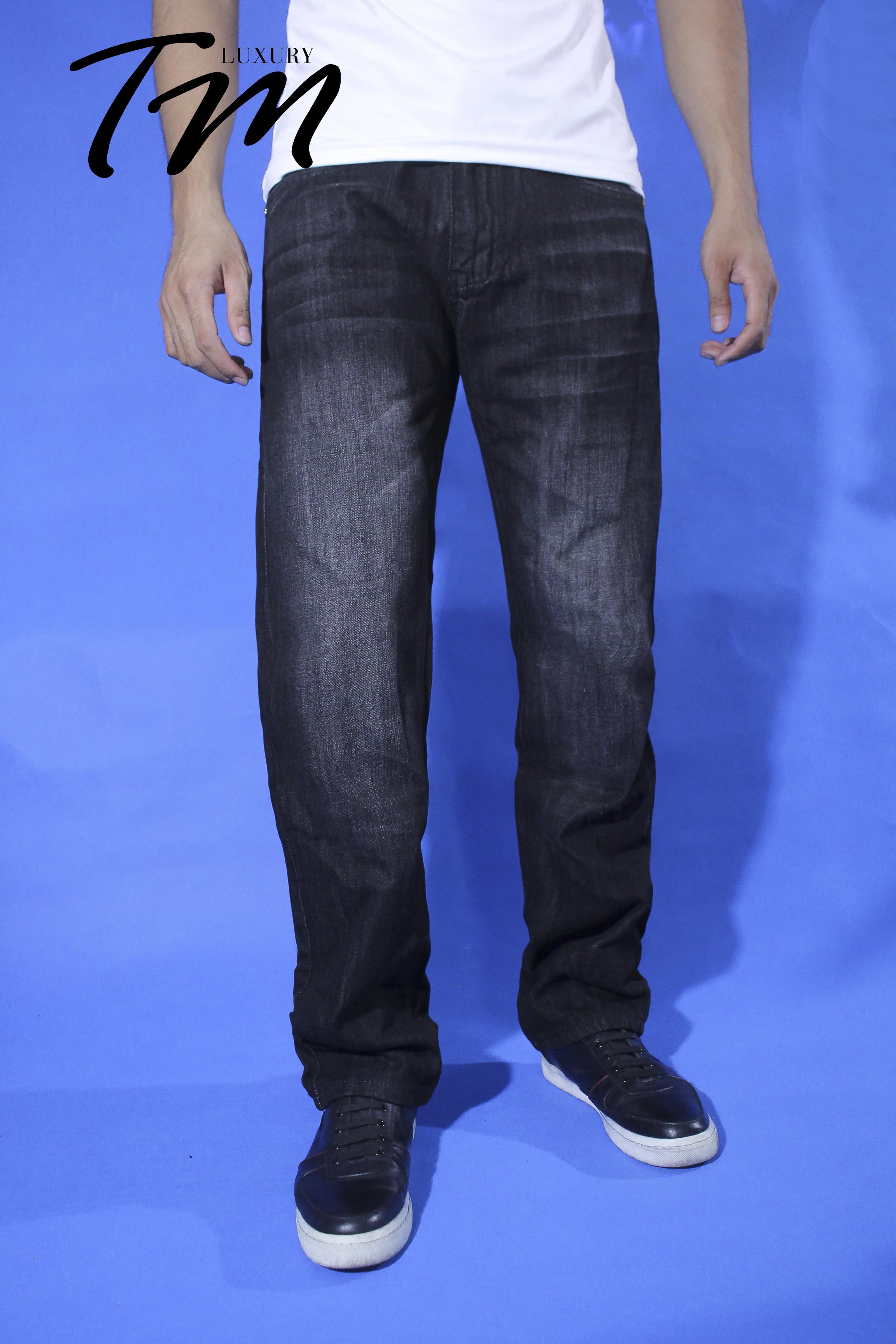 Quần jean nam versace ống suông mặt trước có mẫu